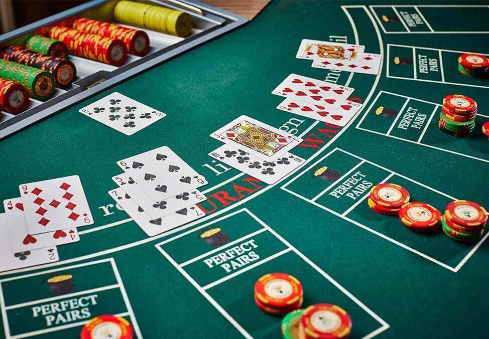 Why Everyone Seems To Be Dead Incorrect About Casino